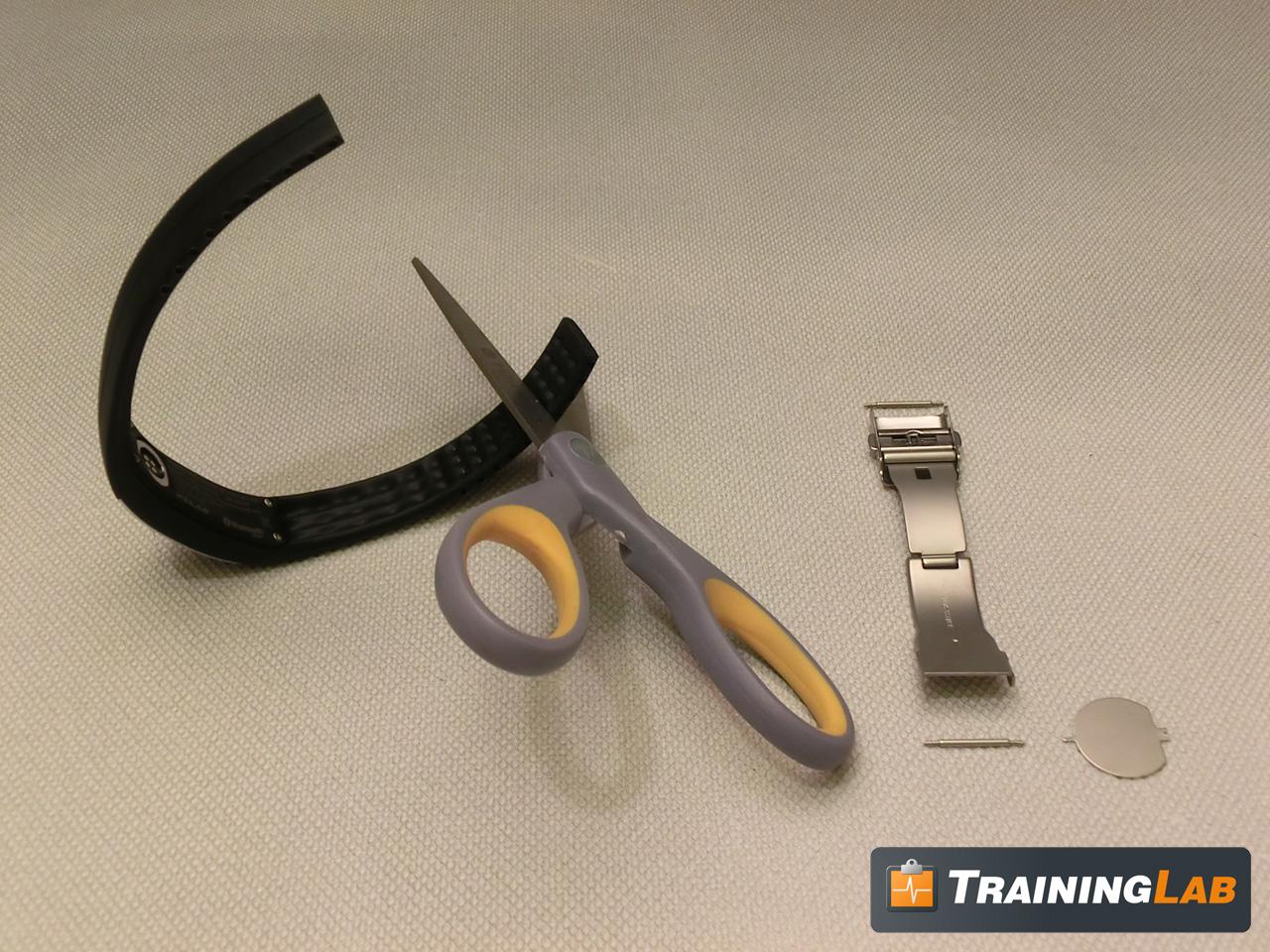 Polar Loop Armband mit der Schere kürzen